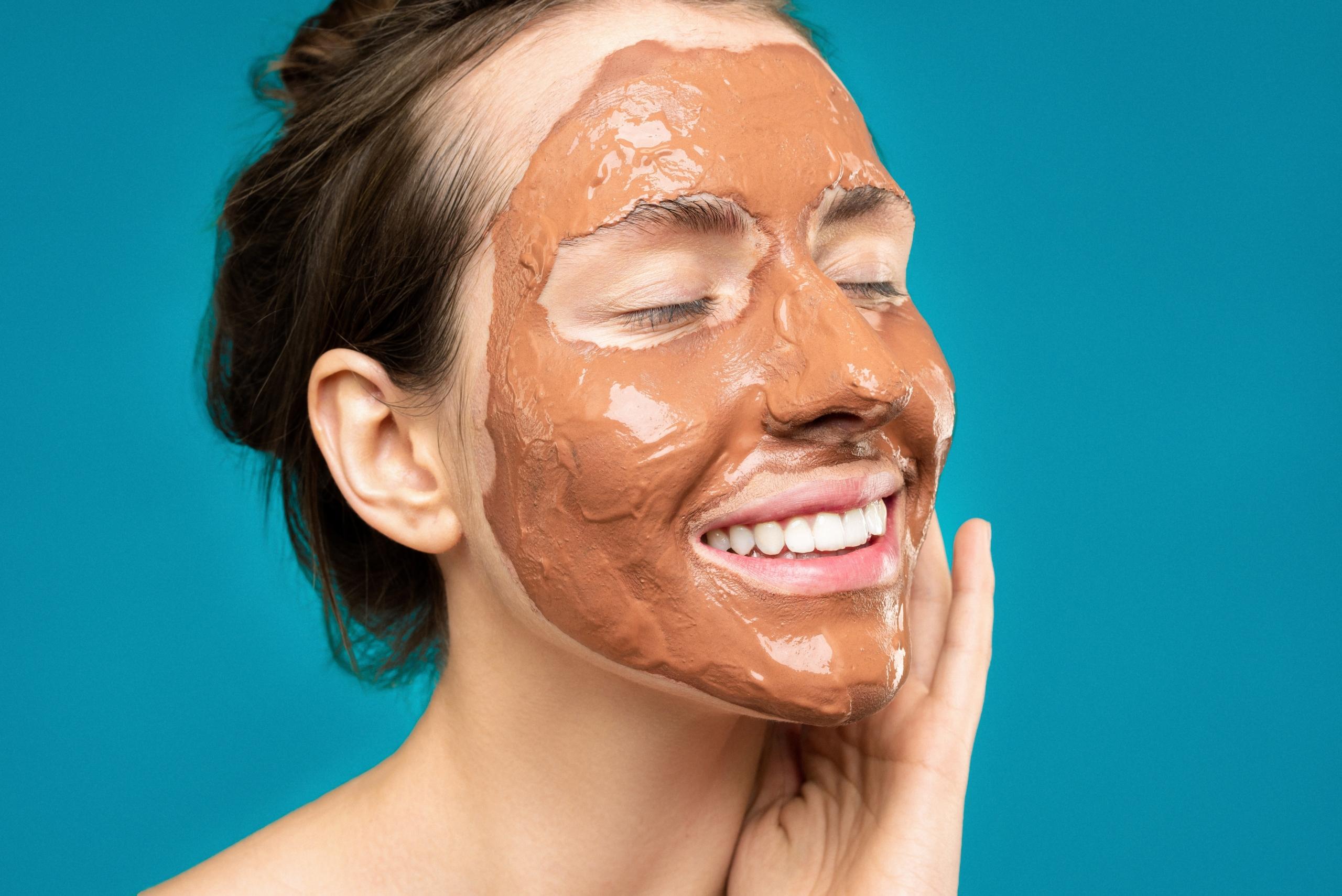 Dirt Beauty – trend kosmetyczny, w którym docenia się borowinę i dary natury
